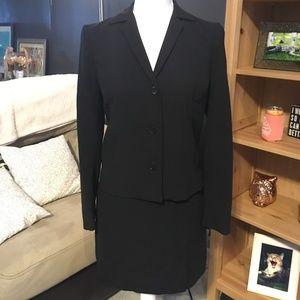 Super sharp ESPRIT 2 piece skirt suit